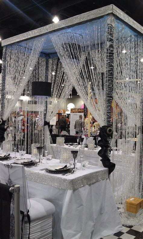 Bling Wedding Reception Decorations by 25 Best Ideas About Bling Wedding Decorations On