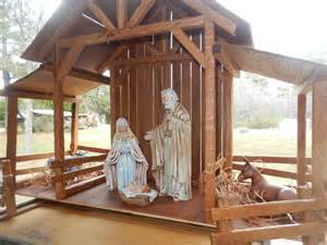 reclaimed wood nativity stable creche by themomandpopwoodshop