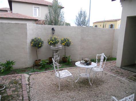 french house mediterranean style garden  soje interior