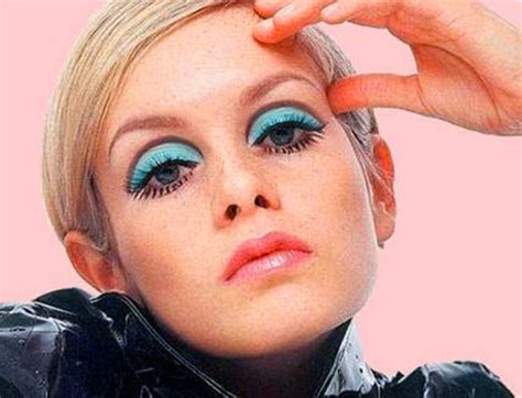 the two faces of twiggy at 59 how airbrushing in olay ad pyryharakka muodin aikakaudet 60 70 80 2000 luku