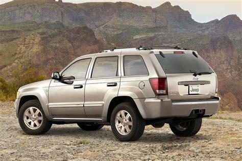 Jeep Vs 4runner by 2005 2010 Jeep Grand Vs 2003 2009 Toyota 4runner