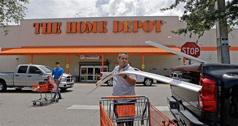 home depot separates itself from retail crowd in 2q