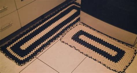 tapetes coloridos de croche jogos e amostra decoracao 11 tapetes de croch 234 para cozinha preto e branco