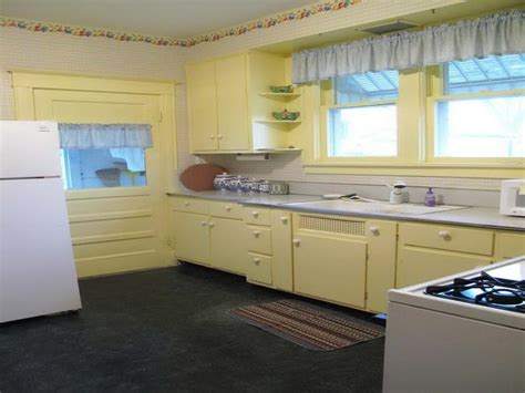 yellow kitchen paint schemes bloombety yellow kitchen cabinet paint colors best