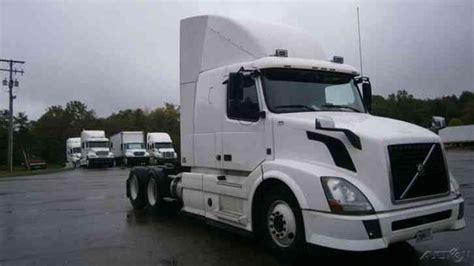 2013 volvo big rig volvo vnl64430 2013 sleeper semi trucks