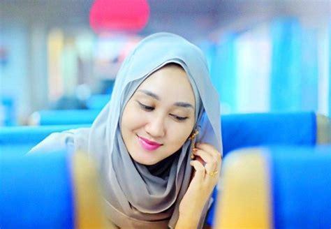 tutorial bungkus kado jilbab 7 tutorial gaya jilbab ini memang butuh sedikit usaha