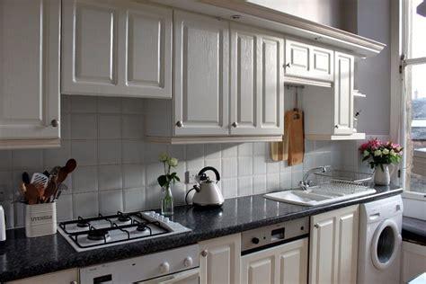 full galley kitchen  fridge dishwasher oven gas hob
