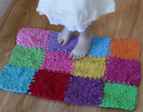 tappeti como come fare tappeto con magliette da riciclare e telaietto