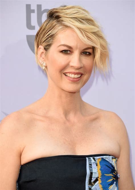 does jenna elfmans hair look better long or short jenna elfman short wavy cut short wavy cut lookbook