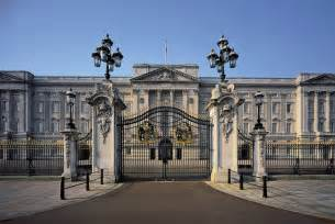 bukingham palace buckingham palace ultimate guide to london s royal residence time out london