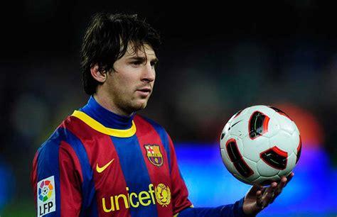 lionel messi nessuno come lui con 86 gol nel 2012 entra