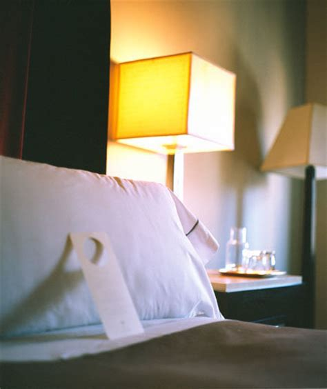 inspect  hotel room   prevent bed bugs real