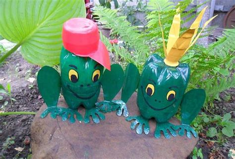 Handmade Outdoor Decorations - how to recycle plastic bottles for colorful handmade yard