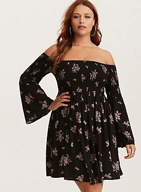 Maxi Dress Outer Wafell Pink 1170 black pink floral print challis smocked bell sleeve dress torrid