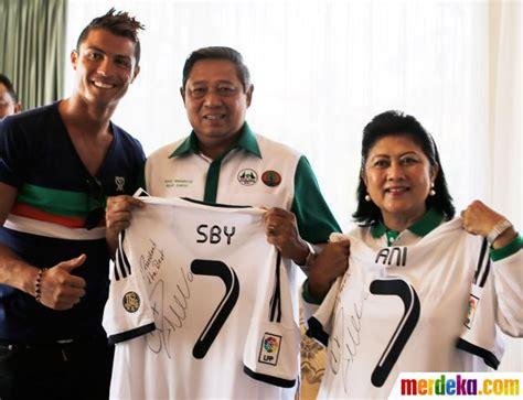 Kaos Cr7 Ronaldo By 2diclothing foto sby dan ibu ani dapat hadiah jersey real madrid