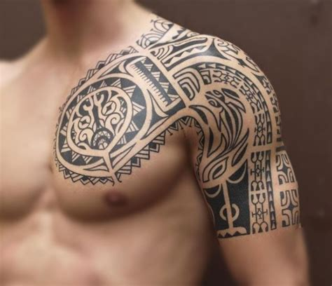 tattoo tribal oberarm mann maori tattoo am oberarm und brust f 252 r m 228 nner tribal