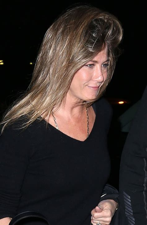 jennifer aniston julia roberts jennifer aniston julia roberts feud ends actresses bury