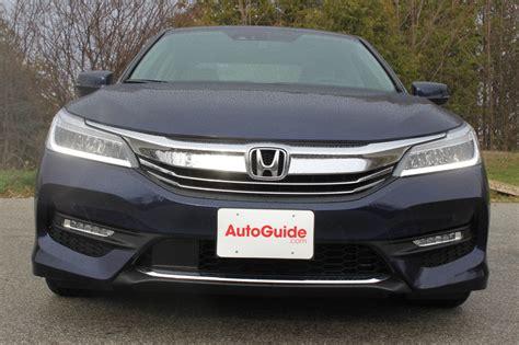 Honda Camry by 2016 Honda Accord Vs 2016 Toyota Camry Autoguide News