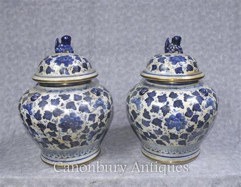 weisse vasen porzellan paar blaue und wei 223 e chinesische porzellan deckel urnen
