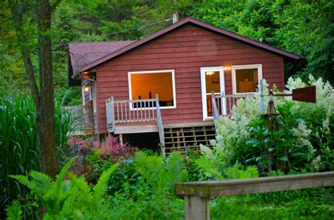 Iowa Cabin Rentals by White Pine Cottage 4 Bedroom Cabin With Tub
