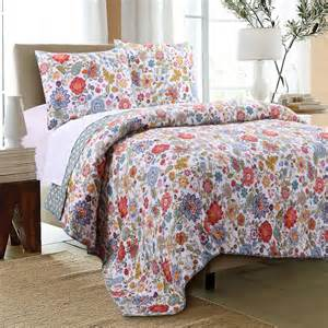 bedroom quilts and coverlets combine with white table