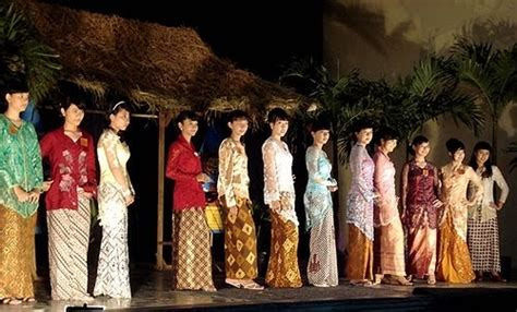 Fashion Kebaya Kartini fashion show kartini in kebaya fashion show