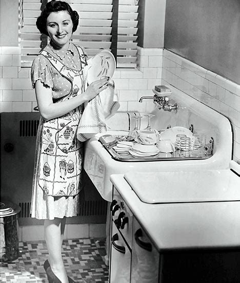 50s housewife support troops the role of the housewife in the 1950s