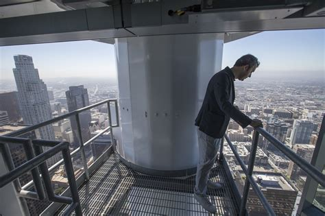 las  tallest building  poised