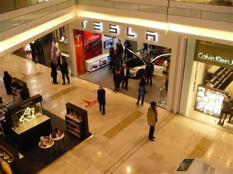 Tesla Mall Va May Deny Tesla A Store License Dealers Say They Want