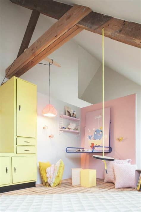 Délicieux Peindre Une Chambre En Deux Couleurs #2: chambre-enfant-sous-combles-peindre-une-pi%C3%A8ce-en-deux-couleurs-murs-gris-rose-meubles-couleurs-pastel.jpg