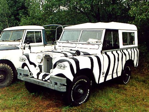 land rover daktari when i buy an old land rover i will paint zebra stripes