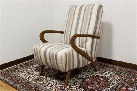 poltrone di legno poltrona in tessuto con braccioli in legno stile anni 50