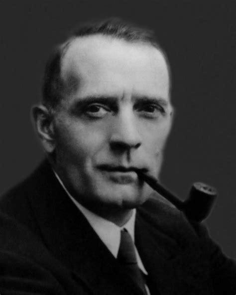 Famous Pipe Smokers: Edwin Hubble