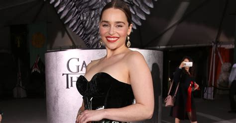 emilia clarke paid per episode game of thrones emilia clarke reportedly earns more than