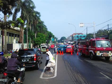 ramayana pasar minggu terbakar jalan raya ragunan ditutup