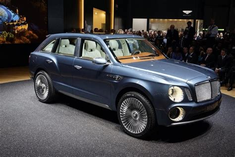 bentley suv   drive  london        robot drivers slow