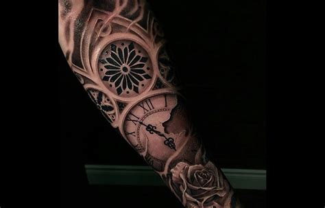 tatouage bras homme horloge