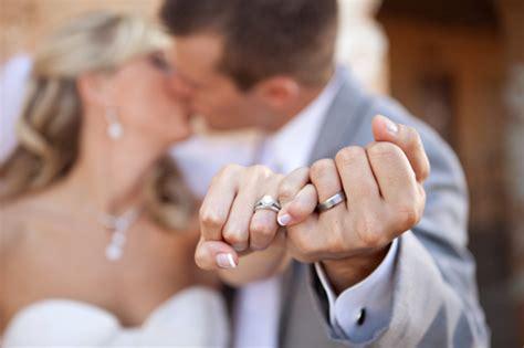 10 creative wedding ring shots wedinmilwaukee.com