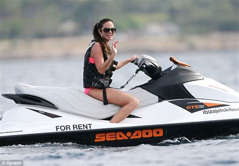 banana boat ride jersey tulisa ditches the skintight dresses and stilettos in