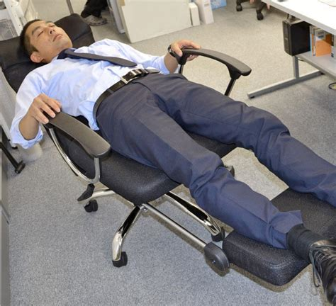 lay down desk chair this office chair lets you lay down flat for naps at the
