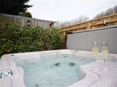 Cottages In Cornwall With Tub by Newquay Accommodation With Tubs Luxury Tub Holidays