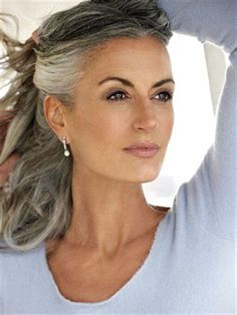 olive skin women with salt and pepper hair enhanced with highlights and lowlights pinterest le catalogue d id 233 es