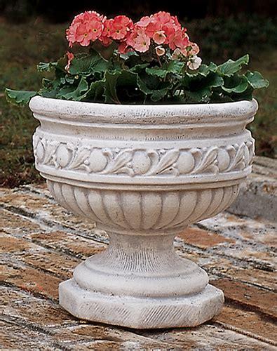 vasi in cemento da giardino va61 b vaso gigli lonardi tutto per il giardino