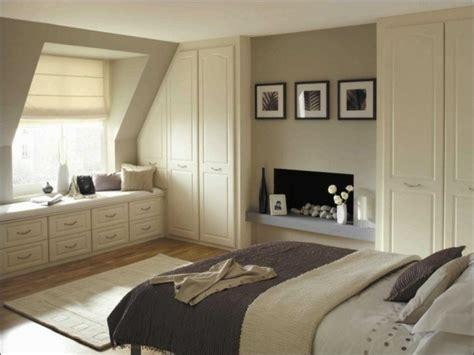 schräge im schlafzimmer gestalten schlafzimmer mit dachschrgen gestalten kleiderschrank