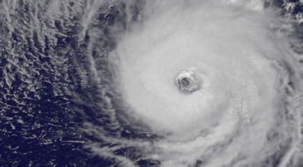 nasa satellite captures eye of hurricane nicole as it