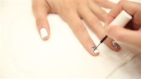 nail art tutorial gif your best halloween nails yet in 4 simple steps
