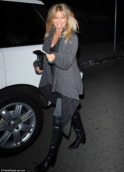 kate hudson flashes her crotch as she exits a car photos goldie hawn flashes her dimpled grin outside a brentwood