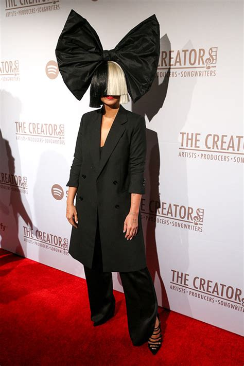 tamara taylor whybdoes she always wear wigs pic sia takes off wig at pre grammys party see her face