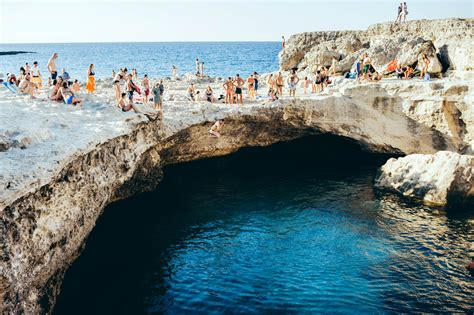 sulla spiaggia puglia italia nella classifica mare in testa puglia e