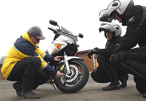 Fahrsicherheitstraining Motorrad 125 by Winni Scheibe Pressemeldung Honda Sicherheitstraining 2005